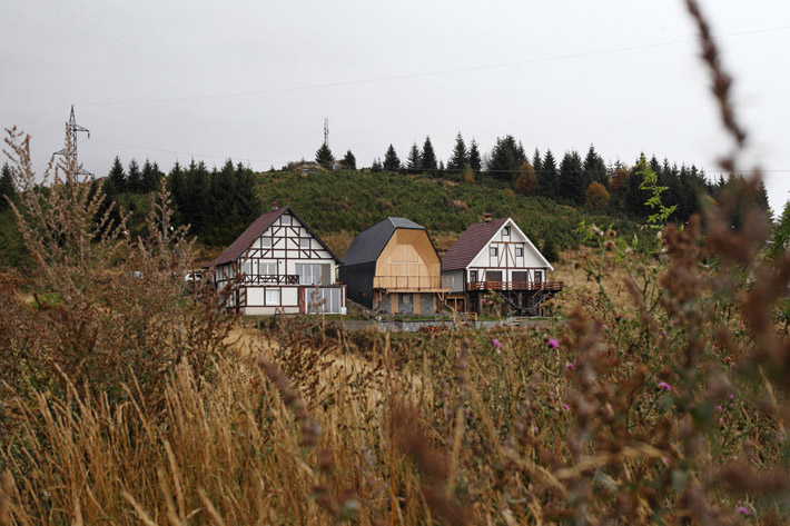 The Mountain Home At Kopaonik Ski Resource In Serbia, By 4of7 Architecture,  Is Erected On The Small Plot Sandwiched In Between Two Other Buildings.